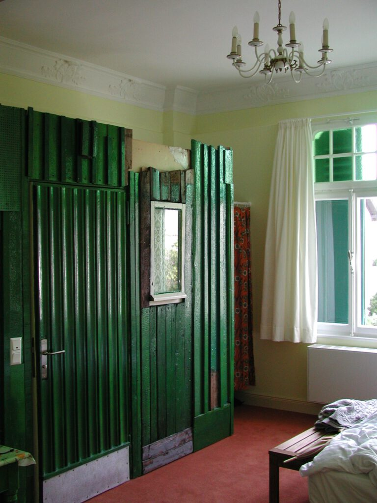 Das Haus des Gärtners, permanente Installation im LandArt Hotel / Lindlar | 2002