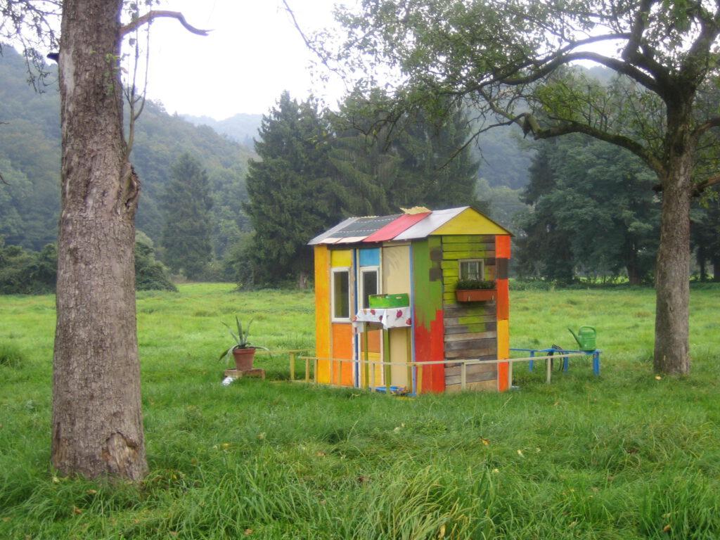 New Home | div. Materialien | Zaunkönig – Gärten auf Zeit Wiesen bei Gut Eichthal, Overath | 2005