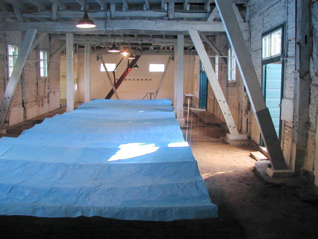 Himmelblau | Papier und Holz | 4 x 12 m | Galerie in der alten Weberei/Rödingen | 2004